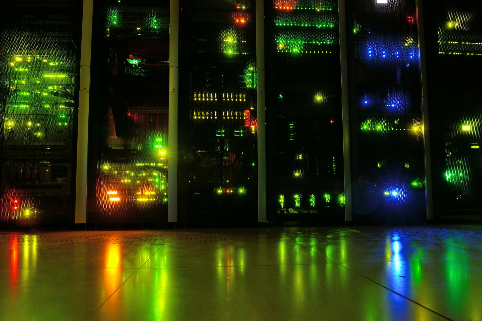 Los Servidores No Actualizados Incumplen Los Requerimientos De La Ley De Protección De Datos